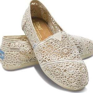 Women's Cream Lace Toms